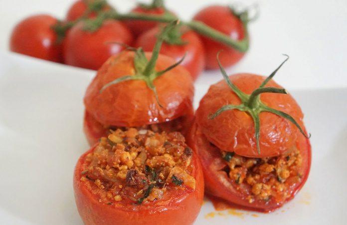 gevulde-tomaten-met-huttenkase