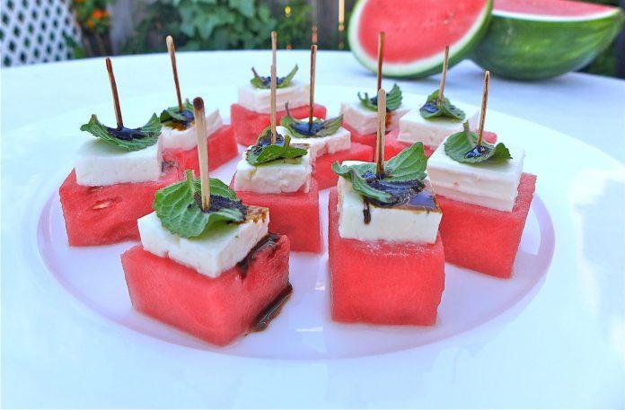watermeloen-feta-snacks