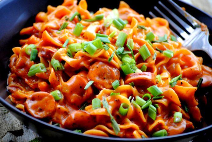 pittige-pasta-met-saucijsjes