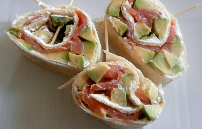 wrap-met-zalm-roomkaas-en-avocado