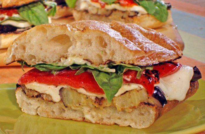ciabatta-met-paprika-en-mozzarella