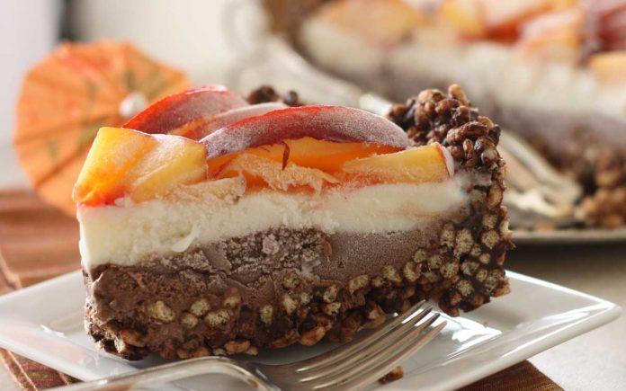 chocolade-roomijs-taart-met-nectarine