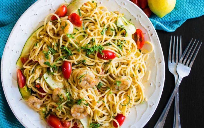pasta-met-garnalen-courgette-en-cherry-tomaatjes