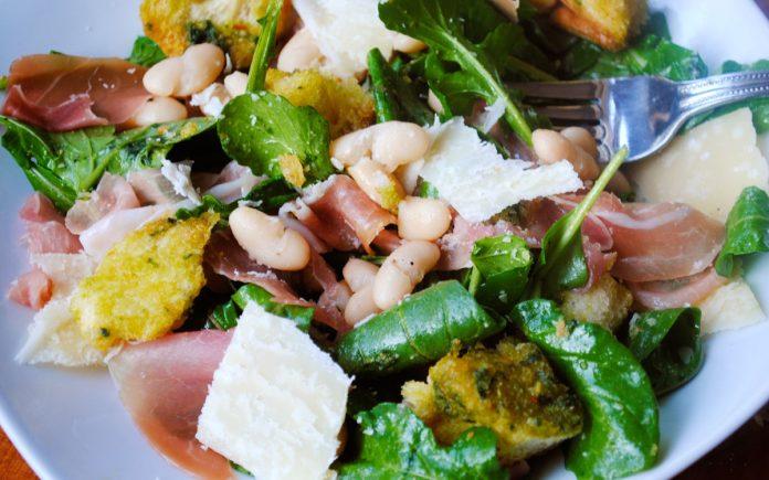 toscaanse-salade-met-prosciutto-ham