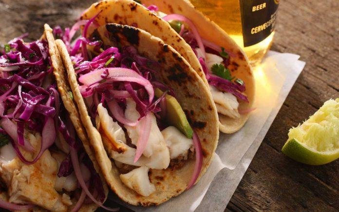 tacos-met-tilapia-rode-kool-en-avocado