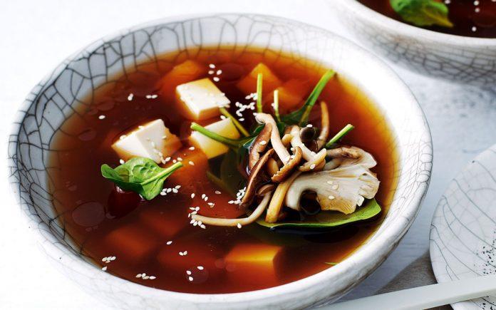 japanse-pompoen-en-tofu-soep