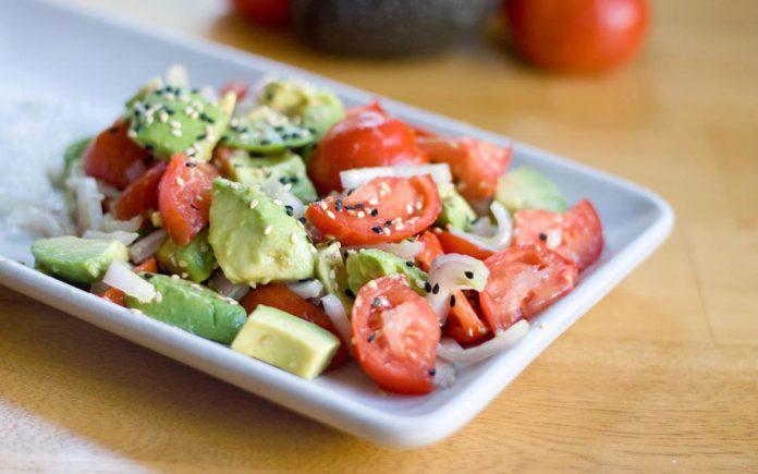 tomaten-avocado-salade