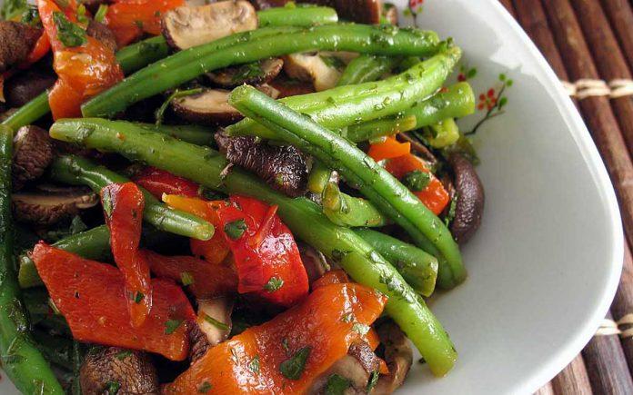geroosterde-paprika-sperziebonen-salade