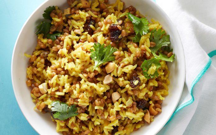 kokos-curry-rijst-met-noten