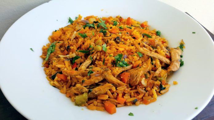 kip met rijst en groenten